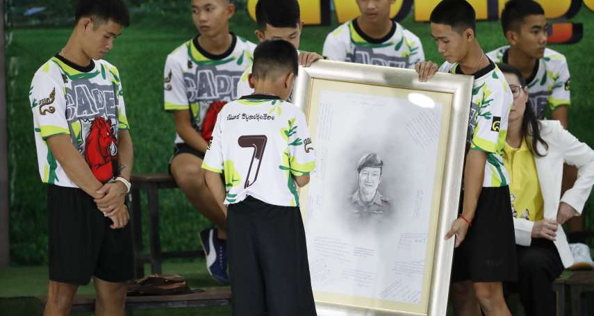 賭上性命的救命英雄》救援洞穴少年卻血液感染,泰國海軍海豹隊員不幸病逝