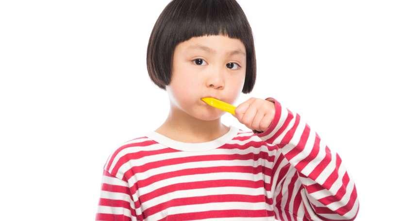 太令人驚訝!這5大食物看似無害,竟是牙齒「隱形殺手」!牙醫揭露它們超傷牙齒的真相…