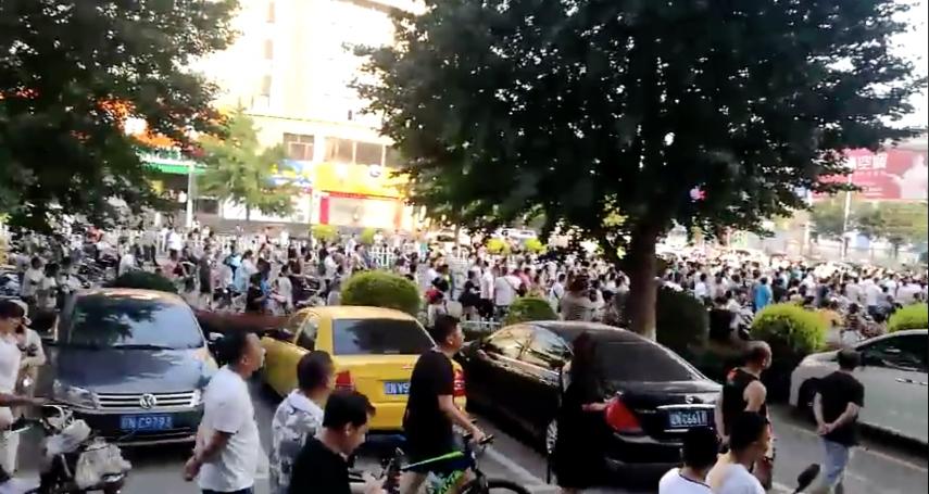 P2P受害者北京大示威  遭公安強力打壓