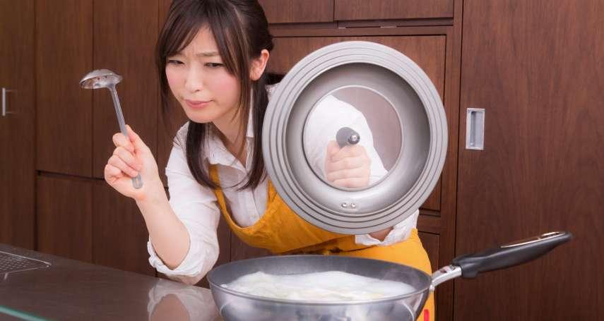 「鍋子用完就泡水放著、晚點再洗」台灣人這3個廚房壞習慣,讓專家搖頭、更害慘家人健康
