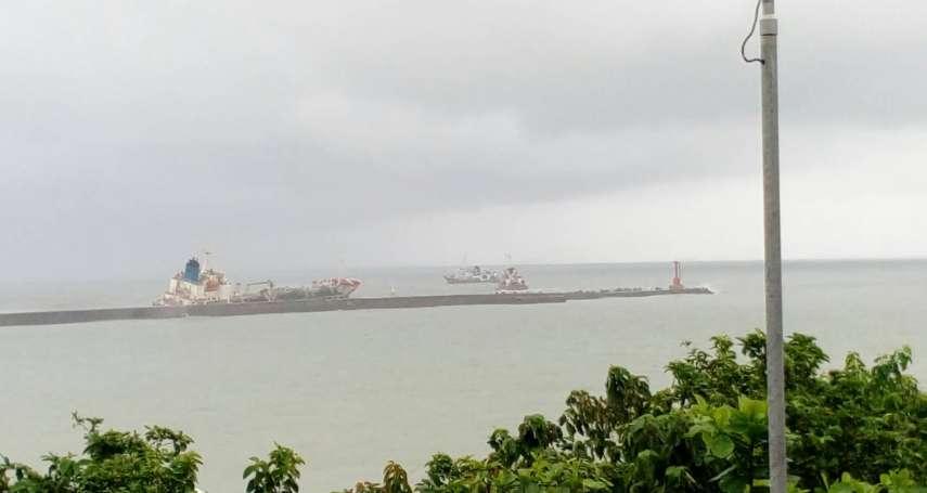 高雄港外5擱淺船舶 高港務:在劇烈海象中持續救援