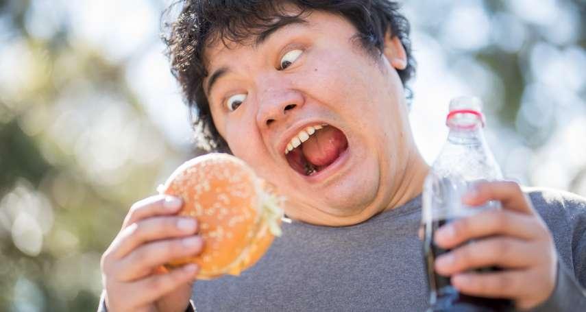 這3個壞飲食習慣,讓你打嗝停不下來!中醫師教你按這2個穴道快速緩解