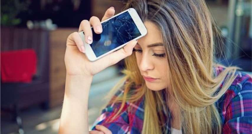 這才叫「智慧」手機,新材質讓螢幕能「自動修復」,還能減緩金屬疲勞!