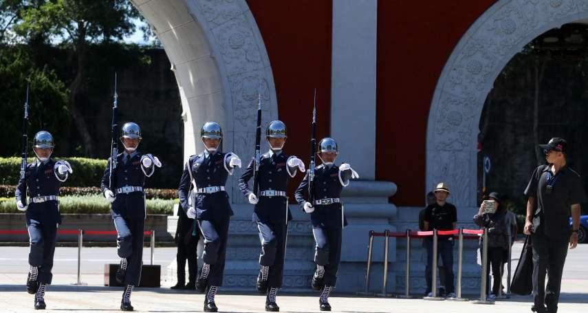 蔣中正銅像被潑漆 安全士官配電擊槍 「佛系」官兵不再是紙老虎?