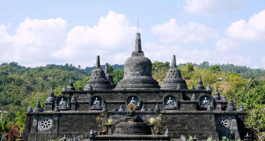 亂坐神明寶座、神廟前穿比基尼拍性感照,西方遊客在峇里島超沒水準!印尼政府將下這禁令