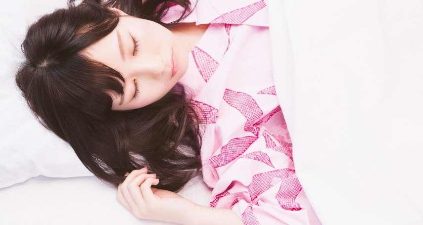 側睡、趴睡、仰睡,哪一種最好?專家揭睡姿「養肝助眠」的秘密
