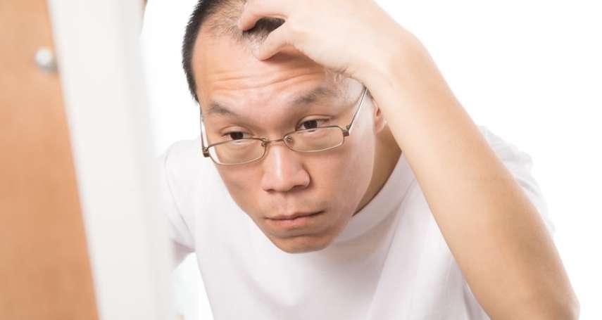 頭皮爆汗出油,安全帽又不洗…小心頭髮越來越少!醫生傳授「正確洗頭方式」解除禿頭危機