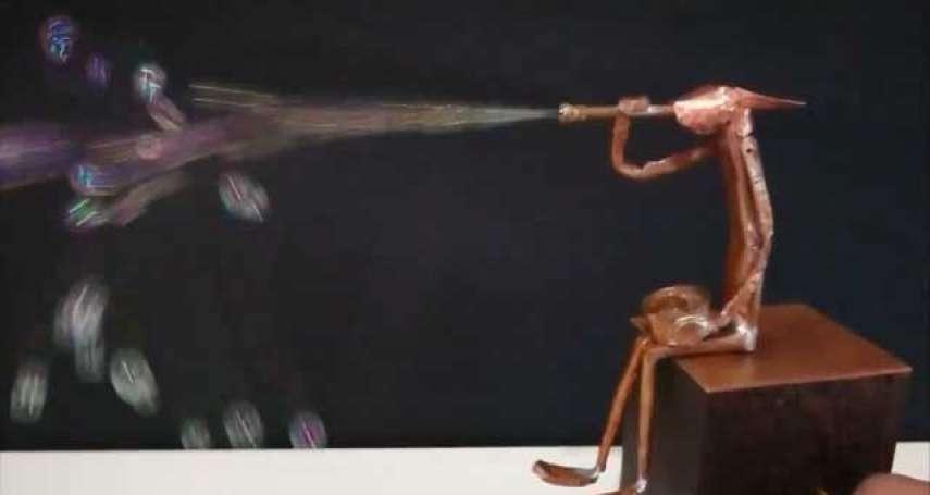 太令人驚艷!日藝術家打造「吹泡泡機關人偶」,超精細動作引網友猛誇:還是老工藝厲害!