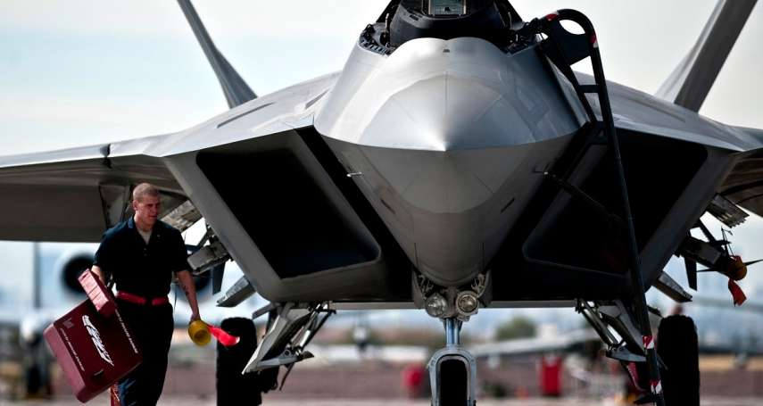 當「最強戰機」碰上「最強颶風」...大自然做到了人類戰爭十多年來做不到的事:摧毀F-22