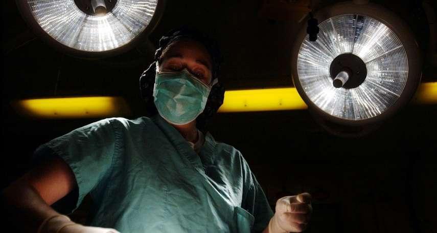 動輒連續工作逾20小時,休息時間也要待命…勞基法能解救住院醫師的過勞嗎?