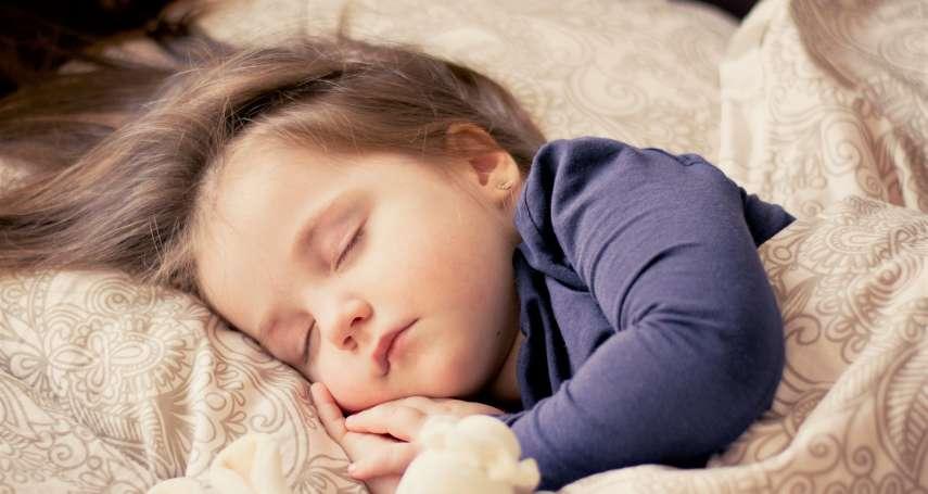 睡飽的人課業表現比較好!專家公開睡出聰明腦的「低標時數」,別再逼孩子熬夜念書了