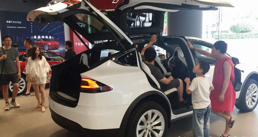 車主自己都不知道資料外洩!中國政府成「老大哥2.0」,政府全面監控電動車