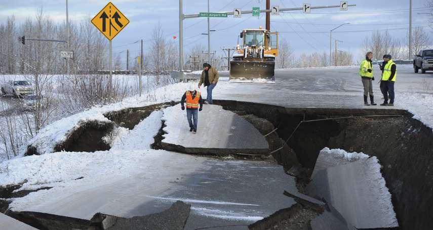 阿拉斯加大地震!芮氏規模7.0 天搖地動、馬路裂解、建築受損