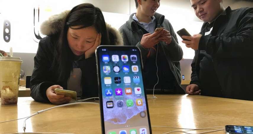 中國市場疲軟害iPhone賣不動?庫克急祭3招搶救,卻遭《彭博》打臉:根本原因是賣太貴啦