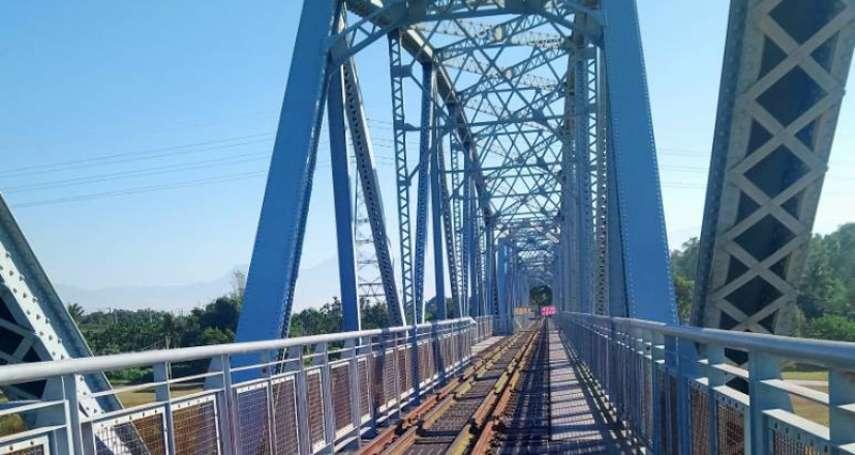 高屏溪舊鐵橋景觀平台修復 重新開放讓民眾登橋俯瞰美景