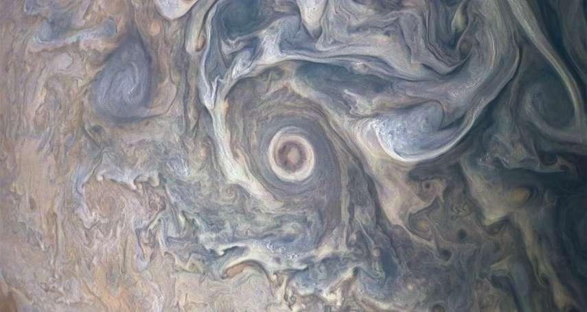 奇幻的氣體巨星》NASA送「她」去木星,如今「她」傳回一幅又一幅「水彩畫」,有鳥、有烏賊、還有海豚!