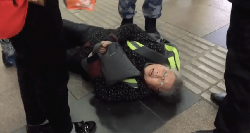 中國維權人士黃琦85歲老母親「被失蹤」:進京救兒遭當眾逮捕,已失聯14天