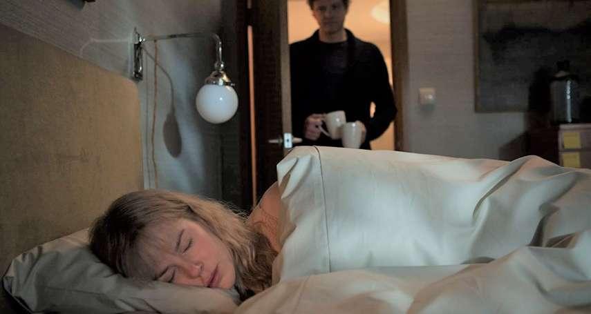 每天醒來,旁邊都躺個自稱丈夫的陌生人!連假必看7部「經典燒腦片」結局讓人倒抽一口氣