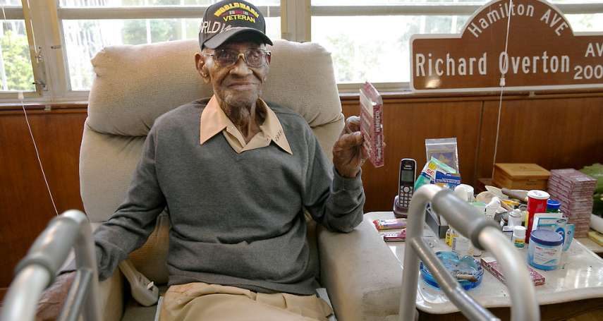 「養生之道」是咖啡搭威士忌、抽雪茄!美國最高齡二戰人瑞老兵逝世,享嵩壽112歲