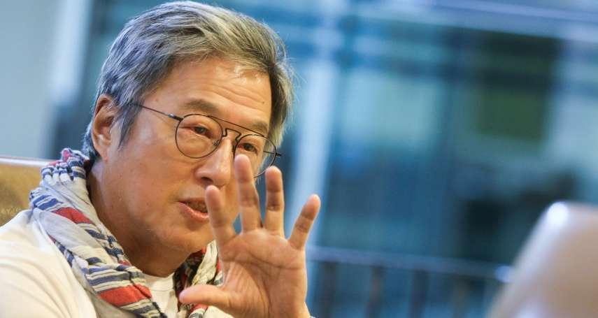 模仿政客插科打諢、極盡嘲諷,只有台灣才做的出來⋯政治諷刺秀先鋒王偉忠:「帶著反骨,才好看」