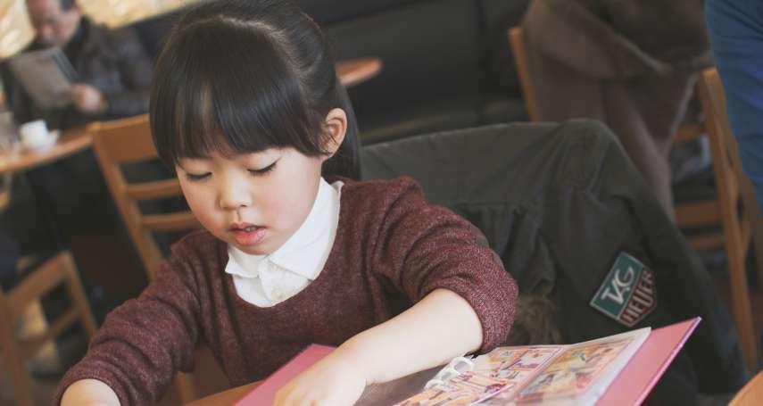 不解為何包包內總有用不完的面紙!她偷觀察女兒發現「真相」超心疼…揭內向小孩的真面目