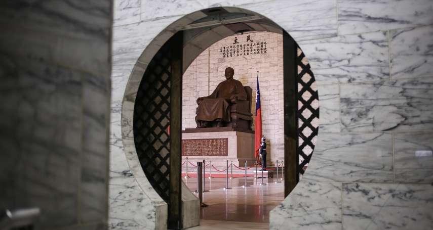 米果專欄:紀念堂內的孤單蔣公