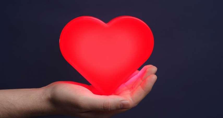 全身顫抖、情緒高昂、通體都發燙⋯愛情的魔力如此驚人?心理學家解釋:都是身體搞的鬼