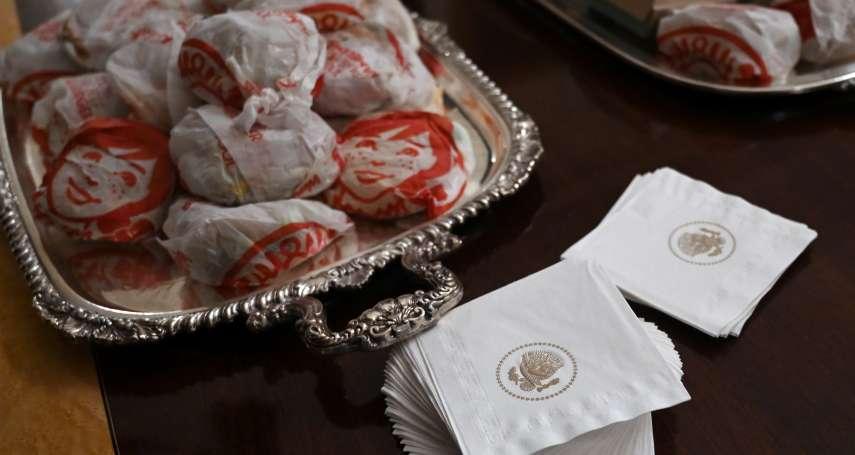 都怪聯邦政府關門》川普白宮宴請美式足球大學冠軍隊 自掏腰包招待速食吃到飽