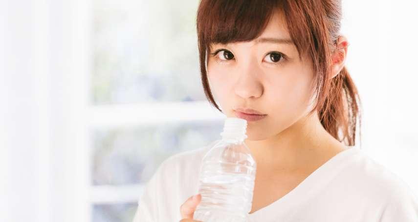 明明沒感冒、常喝水,為何時常口乾舌燥、喉嚨乾痛?中醫師揭「真相」你的內臟出問題了…
