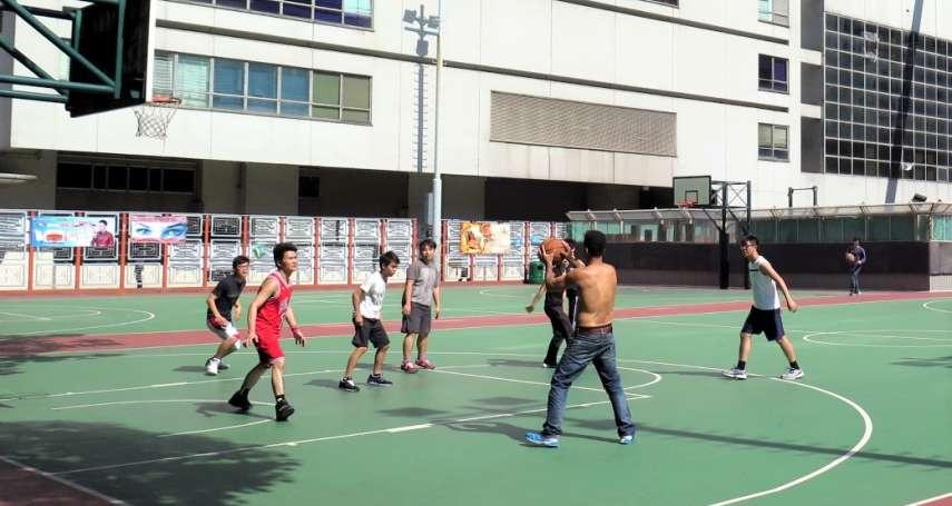 明明跑不快、跳不高,為何年輕人打球卻難贏公園阿伯?過來人曝阿伯球風「真相」
