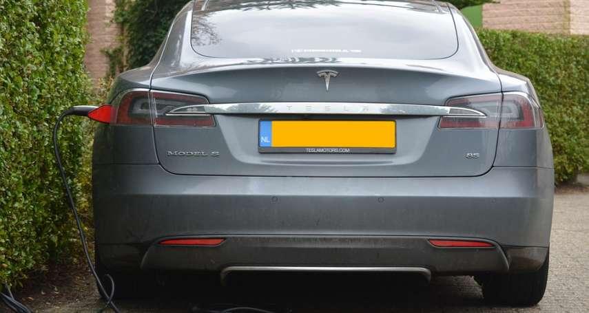 美國電動車公司Tesla進入中國,賣得贏本土品牌嗎?專家用PEST分析法解讀產業現況