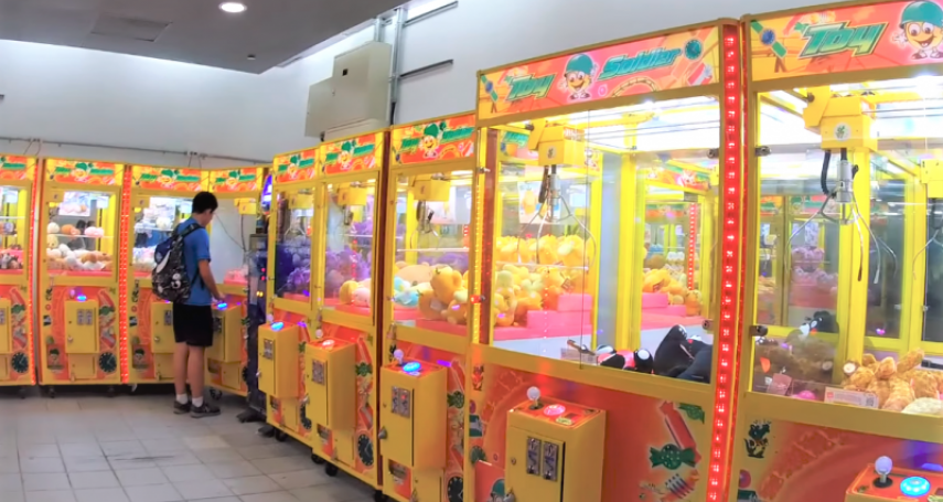 夾娃娃機店漸漸撤離東區、西門町代表什麼?內行人揭更恐怖的商圈「罹癌病發期」…