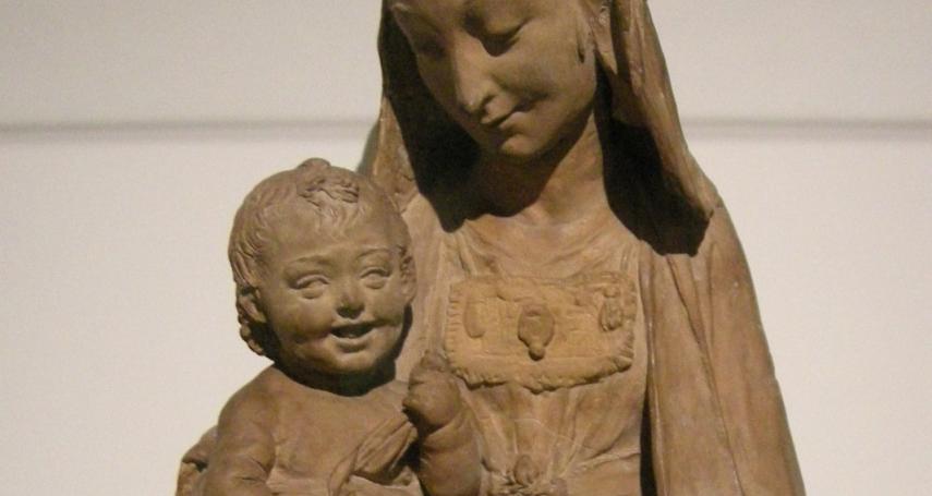 文藝復興巨匠唯一流傳後世的雕塑作品?藝術史專家:《聖母與露笑的聖子像》出自達文西之手!