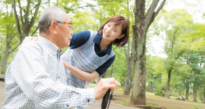 台灣護理師超暖心!原住民病患不懂國語、住院好無助…她想出「妙招」成功安撫無數病人