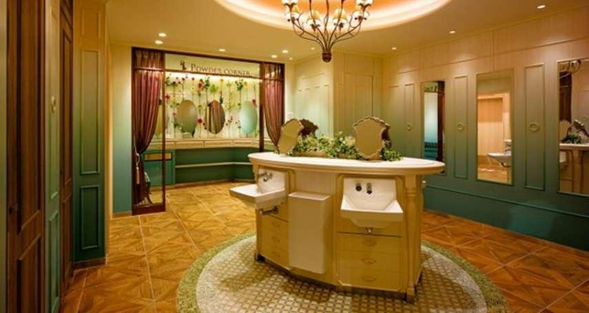 英國小說家的書房、法國王妃的別墅… 設計感公廁進化中