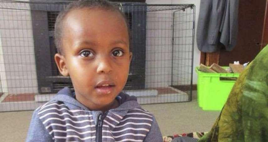 紐西蘭恐攻最小罹難者》愛笑、愛踢足球..卻再也沒機會 誤以為是電玩遊戲,3歲男童穆卡德直奔槍手中彈身亡