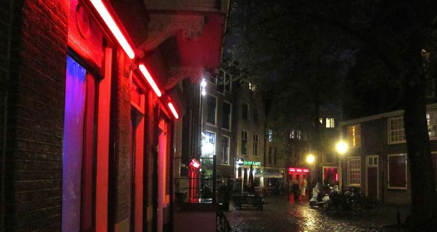 櫥窗女郎遭羞辱騷擾、性工作者照片被曝光……阿姆斯特丹全面禁止「紅燈區觀光導覽」