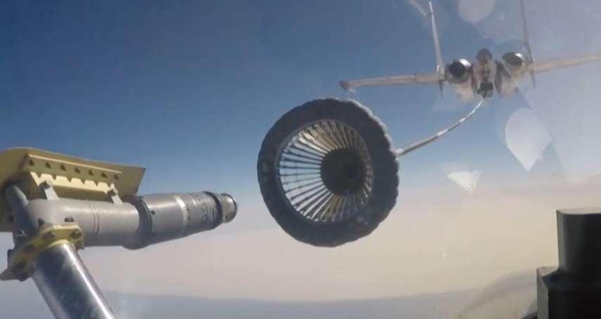 殲-15「夥伴加油」畫面首次曝光 遼寧號艦載機作戰半徑增加300公里