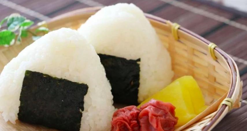 忙到沒時間吃飯?日本推出「可以喝」的飯糰!10秒就能解決一餐,看到實體網友都震驚了!