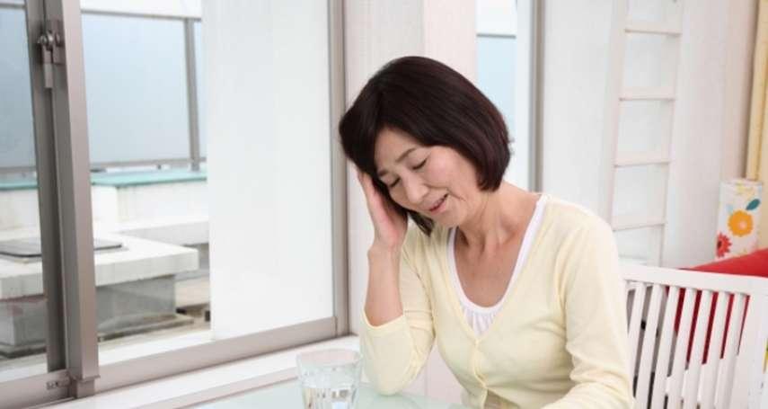 明明睡了整晚,起床卻覺得更累?疲勞、僵硬、失神健忘…一篇檢測你的「腦霧指數」