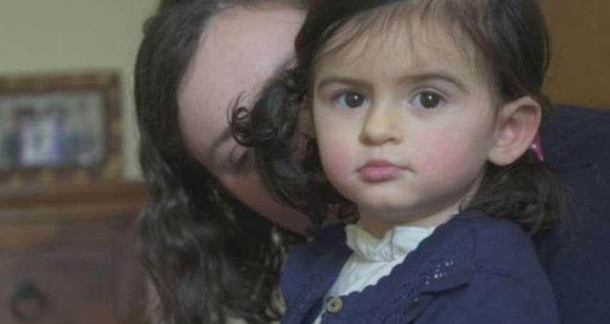 身上就像裝著「人體定時炸彈」:與罕病「兒童交替性偏癱」奮戰的1歲英國小女孩