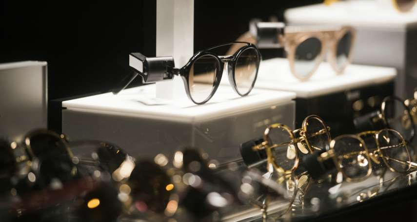 賣眼鏡真的是在賺暴利嗎?業者坦承:定價高到失控…罪魁禍首是「它」在壟斷整個行業!