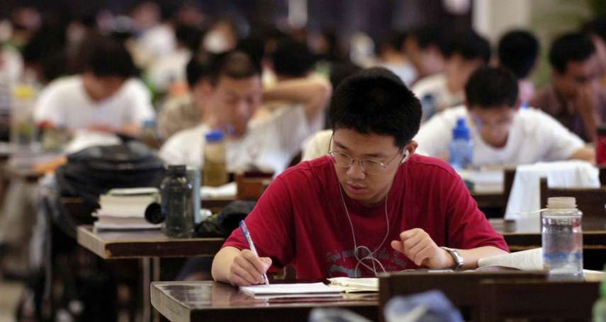 大學課堂裡的思想箝制,竟來自台下的學生?中國屢傳教授遭舉報「反黨違憲」,告密之風引文革憂慮