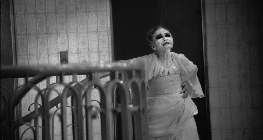 妝容詭異日本83歲妓女,站壁40年只為等一人...戰後慘遭美軍蹂躪的「橫濱瑪莉」悲慘人生