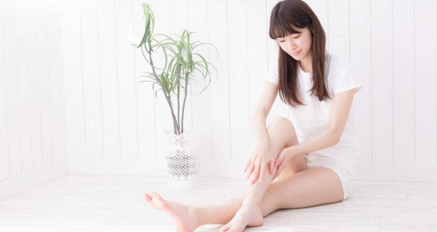 坐辦公室一整天、腿嚴重水腫,抖腳有幫助嗎?專家:動動「這裡」會更有效