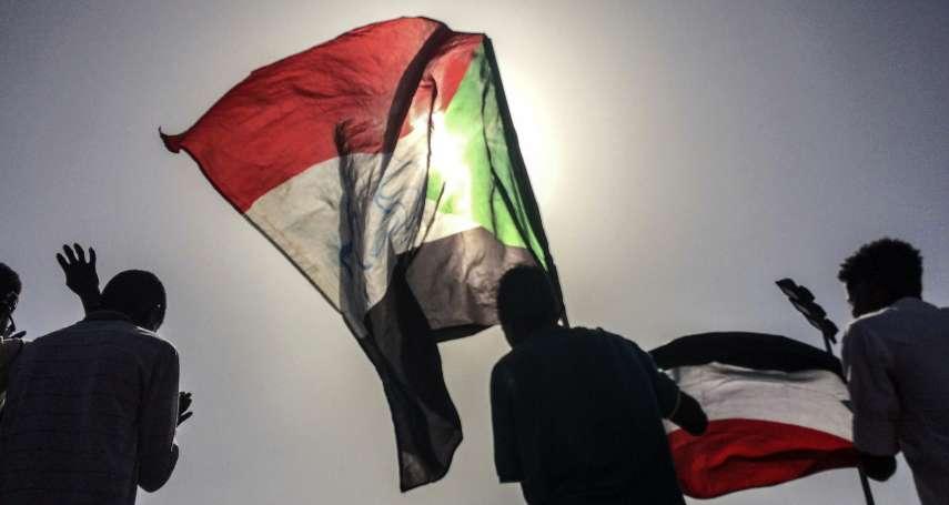 民主轉型.勇敢前行》換湯不換藥的政權我不要!軍事政變後48小時 蘇丹人民將2名軍頭轟下台