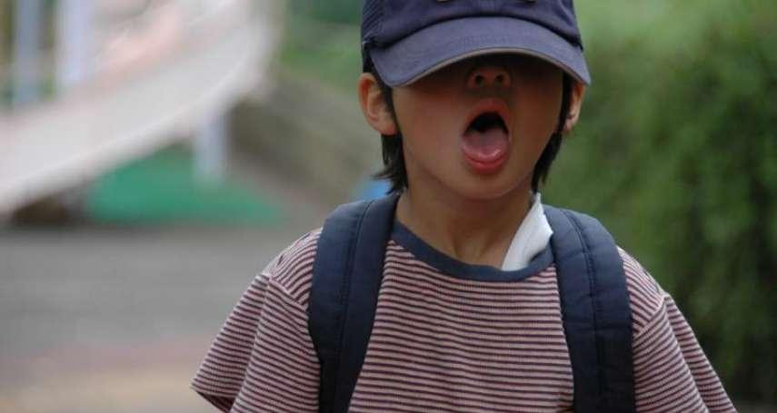 為何不愁吃穿的孩子要去偷東西?心理師道出偷竊行為3種可能性,可別直接打罵或替他辯解