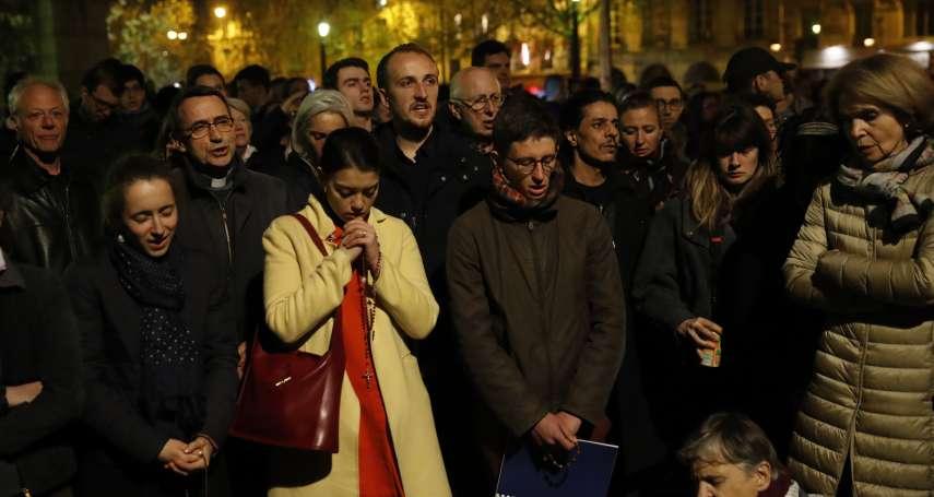 當「巴黎靈魂」陷入火海,花都陷入無邊哀傷:塞納河畔響起聖歌,巴黎人流淚跪地祈禱