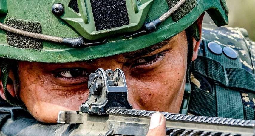 海軍陸戰隊特有!濕網攀爬、機械艇搶灘登陸 陸戰66旅執行兩棲基地訓練