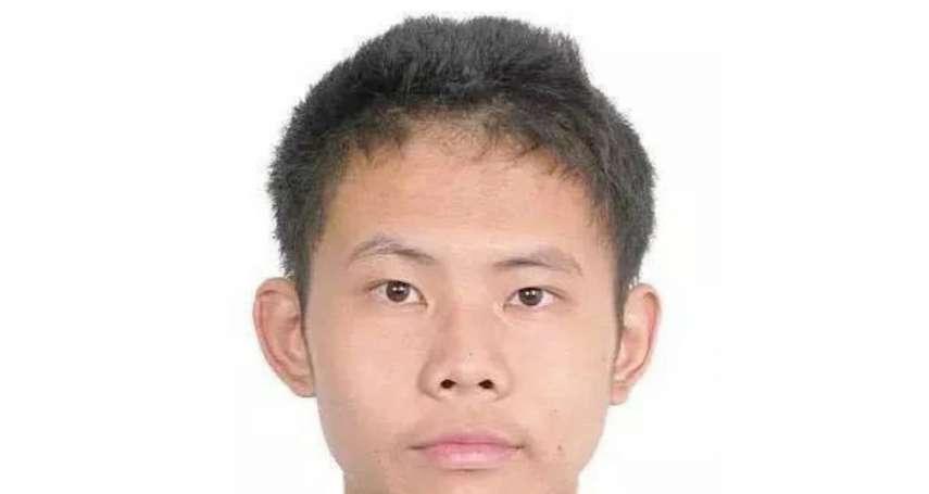 他是北京大學高材生,與母親相依為命 他殺了母親,逃亡天涯